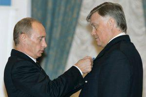 Iš V. Putino užnugario – į propagandos frontą