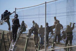 Maištavę migrantai pabėgo iš Ispanijos sulaikymo centro