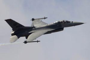 Irako karines oro pajėgas papildė keturi naikintuvai iš JAV
