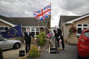 """""""Brexit"""" penktadaliu praretino milijardierių Britanijoje gretas"""