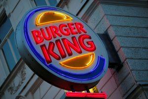 """""""Burger King"""" sukūrė """"Google Home"""" įrenginius aktyvuojančią TV reklamą"""