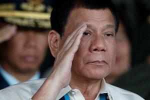 Filipinų prezidentas: korumpuotus pareigūnus mesiu iš sraigtasparnio