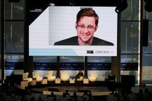 V. Putinas: E. Snowdenas nėra išdavikas