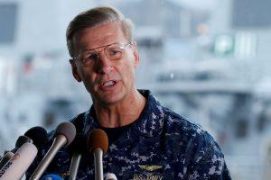 Po laivų susidūrimų atleidžiamas JAV karinio laivyno vadas