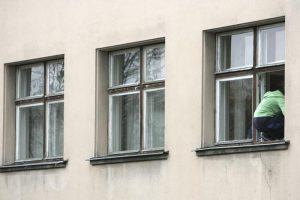 Tragedija Biržuose: žuvo pro ligoninės langą iškritęs vyras