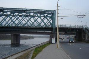 Po tiltu Kaune rasta neblaivi sužalota moteris