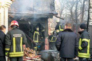 Per gaisrą Kaišiadorių rajone išdegė žolė ir supleškėjo namas
