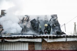 Vilijampolėje ugnis prarijo gyvenamąjį namą