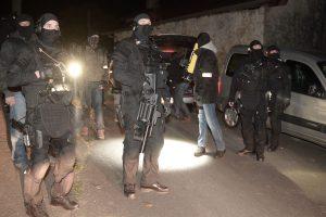 Išpuoliu Nicoje kaltinami dar trys žmonės