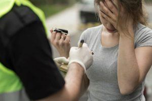 Utenoje moteris susigrūmė su policija dėl kontrabandinių cigarečių