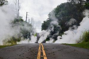 Havajuose besiveržiantis ugnikalnis aprimo, bet perspėja neprarasti budrumo