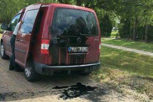 Kauno pareigūnams kliuvo Kėdainiuose – nežymėtą automobilį apmėtė tepalais