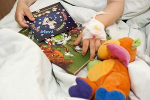 Ligoninėje atsidūrė kava apsiplikiusi vienerių metų mergaitė