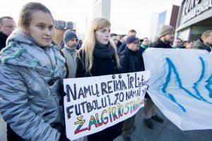 """Futbolo sirgaliai reikalauja atstatyti """"Žalgirio"""" stadioną"""