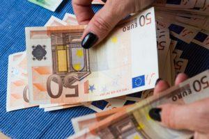 Tūkstančius eurų prarado patikėjusi nepažįstamosios istorija