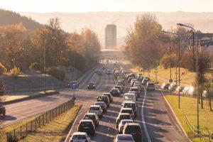 Praneša, kur eismo sąlygas sunkina rūkas