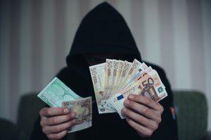 Ukmergėje ilgapirščiai iš buto pavogė 12 tūkst. eurų