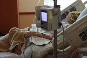 Gripas toliau šienauja gyvybes: Kauno apskrityje mirė dar du žmonės