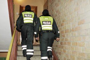 Per plauką nuo tragedijos: mėginta sukelti gaisrą daugiabutyje