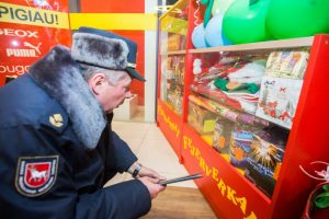 Fejerverkų prekybą sprogdina ugniagesių reikalavimai