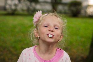 Kramtomoji guma vaikams – vien žala