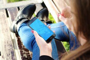 Ar Lietuvos mokyklose bus uždrausti mobilieji telefonai?