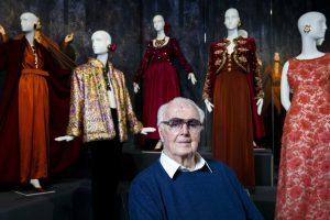 Mirė garsus prancūzų dizaineris H. de Givenchy
