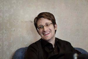E. Snowdenas: D. Trumpas – tik prezidentas