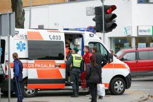 Per parą keliuose nukentėjo trys pėstieji, viena moteris – reanimacijoje