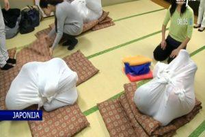 Japonijoje suaugusieji vystomi kaip kūdikiai