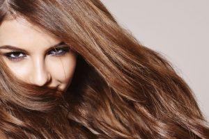Rudenį pasitinkame išpuoselėtais plaukais (naudingi patarimai)