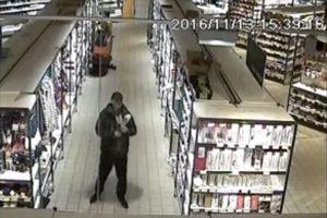 Policija prašo padėti atpažinti degtinę pavogusį vyrą