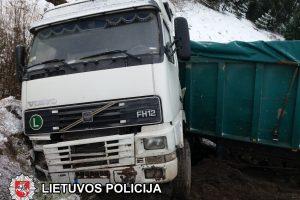 Vilkiko avarija Rokiškyje: į upę išsiliejo alyva