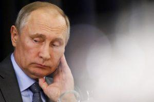 V. Putinas stengiasi nesusipainioti savo karuose: ar jam tai pavyksta?
