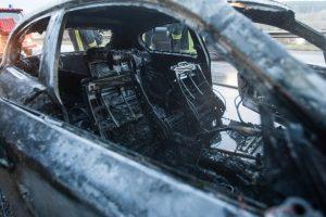 """Vytėnuose supleškėjo prabangus """"Audi Q7"""", įtariamas padegimas"""