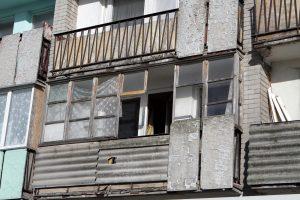 Palangoje iškritęs iš balkono žuvo vyras