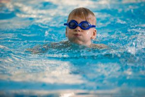 Saugiai elgtis vandenyje išmoko beveik 6000 vaikų