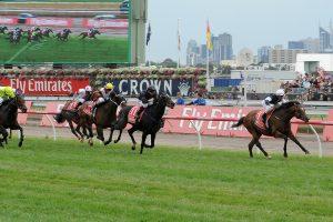 Žirgų lenktynėse – netikėtos pergalės ir praturtėjęs žiūrovas