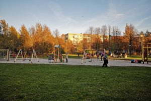 Vaikų žaidimų aikštelėse – nesaugu?