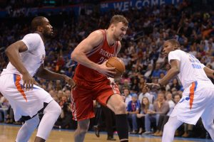 """ESPN žurnalistas: """"Rockets"""" ir D. Motiejūnas pastaruoju metu turėjo gerus pokalbius"""