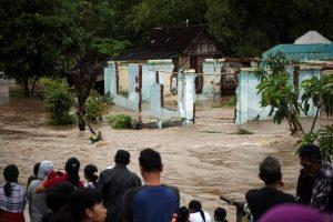 Indonezijoje per potvynius žuvo mažiausiai 24 žmonės