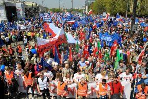 Didelio mitingo Varšuvoje dalyviai protestuoja prieš vyriausybę