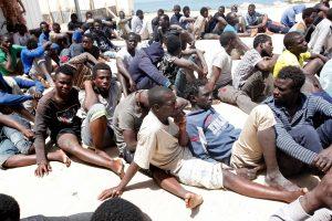 Viduržemio jūroje ginkluoti užpuolikai apiplėšė 129 migrantus