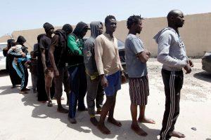 Maždaug 100 migrantų mėgino įsiveržti į Ispanijos teritoriją Afrikoje