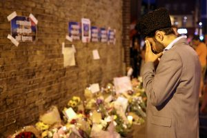 Londoniečiai pagerbė per teroro ataką nukentėjusius musulmonus
