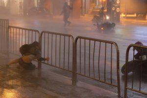 Taivane nuo taifūno nukentėjo apie 100 žmonių