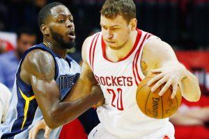 """D. Motiejūnas nori uždirbti dvigubai daugiau nei siūlo """"Rockets"""""""