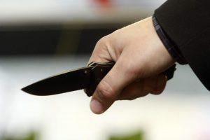 Kretingos rajono gyventojas peiliu sužalojo savo vaikus
