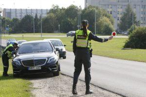 Darbo dienos pabaigoje vairuotojus pasitiko policininkai