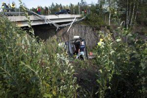 Suomijoje autobusui nukritus nuo viaduko žuvo mažiausiai 4 žmonės